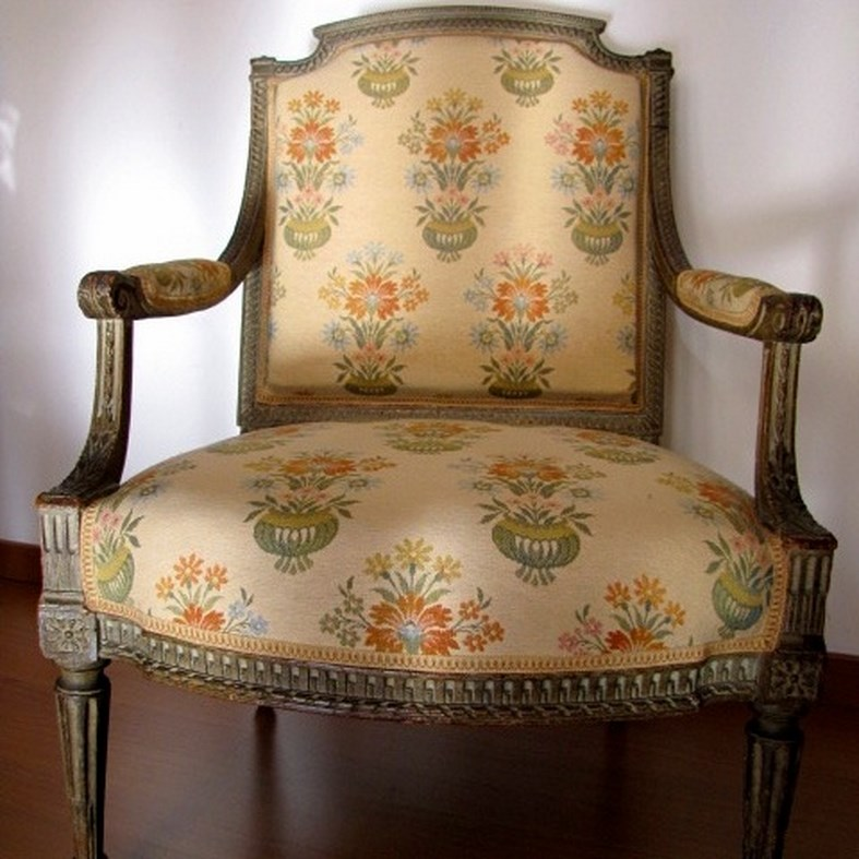 relooking fauteuil louis xvi dans l 39 air du temps. Black Bedroom Furniture Sets. Home Design Ideas