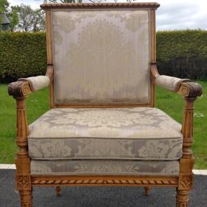 Retapisser un fauteuil Louis XVI