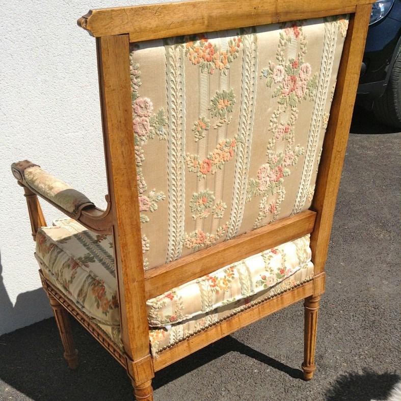 retapisser un fauteuil louis xvi dans l 39 air du temps. Black Bedroom Furniture Sets. Home Design Ideas